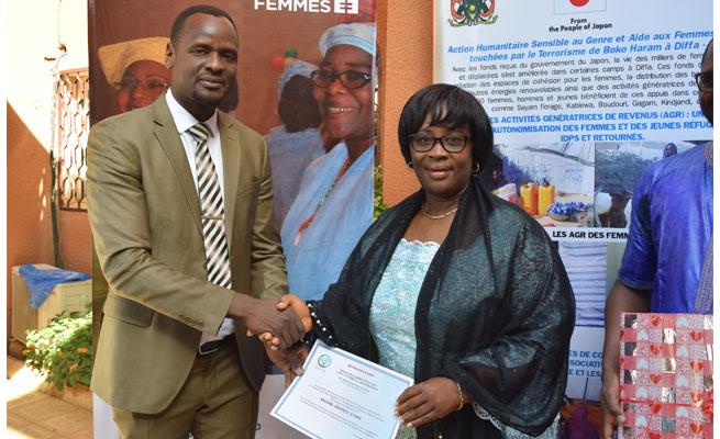 Le REJEA  décerne un témoignage de satisfaction à Mme Béatrice Eyong en fin de mission au Niger