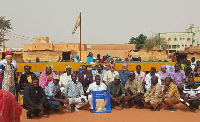 EDUCATION : Le Rotary Club Elite de Niamey fait don de 50 tables-bancs à l'école Bani Koubey II